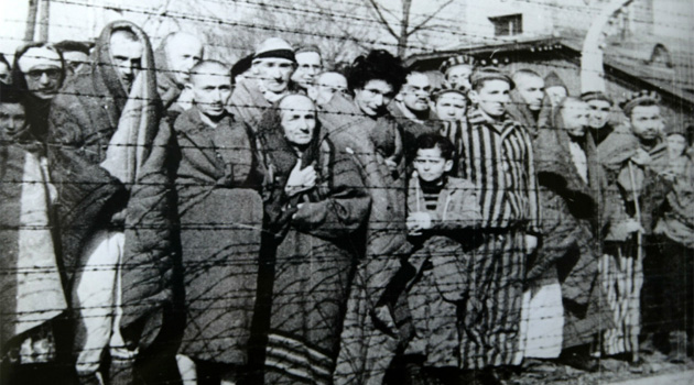 campo-sterminio.jpg  Auschwitz Liberated January 1945  Russian Government [Public domain], via Wikimedia Commons